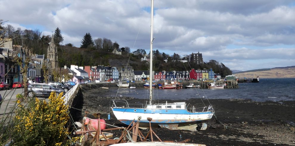 Boats and houses in the harbour at Tobermory on Mull